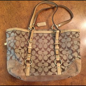 COACH PURSE/BAG•HANDLES IN GREAT CONDITION
